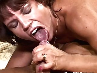 Black-haired Old Lady Sucking Knob Spreading Her Gams