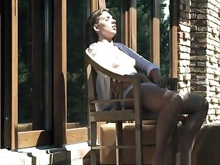 Stunning Honey Spreads Her Bum Outdoors
